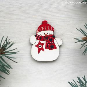 Брошь Снеговик с красным шарфиком