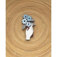Брошь Букет цветов в руке