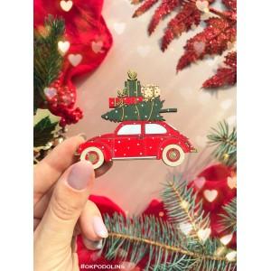 Брошь Машинка красная с елкой