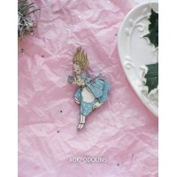 """Елочная игрушка """"Алиса из Алисы в Стране Чудес""""."""