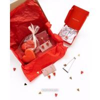 Подарочный бокс 3 (2 пряника, миниоткрытка, серьги и кулон)