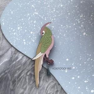 Брошь Фазан в пыльно- зеленом цвете с камушком