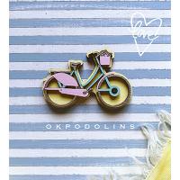Брошь Велосипед в нежно-желтом цвете