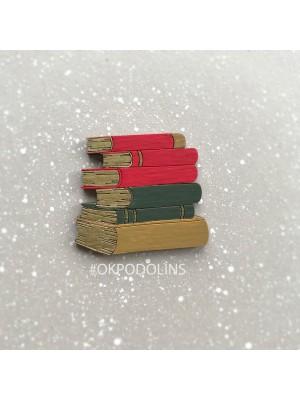 Стопка книг красные