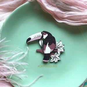 Брошь Тукан в нежно-розовом цвете