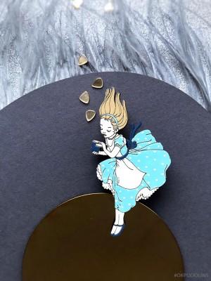 Брошь Алиса в стране чудес
